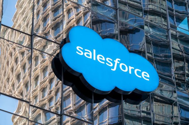 Salesforce steps into RPA buying Servicetrace and teaming it with Mulesoft